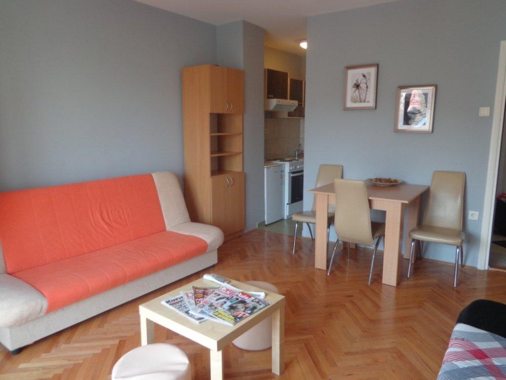 Apartmani, privatni smeštaj – Novi Sad